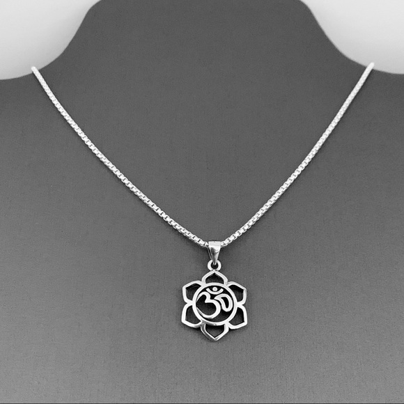 Jewelry - 🌸🌸 NEW 🌸🌸 Sterling Silver Flower OM Necklace